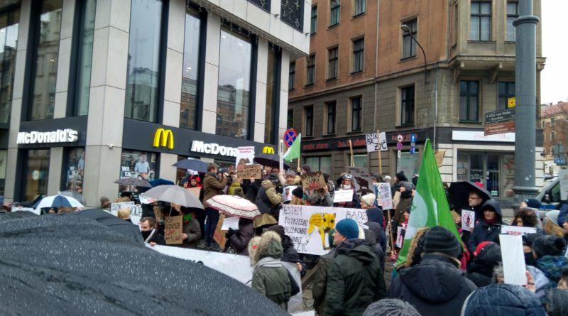 """protest 4 800x445 - Protest """"Poznań solidarny z dzikami"""""""