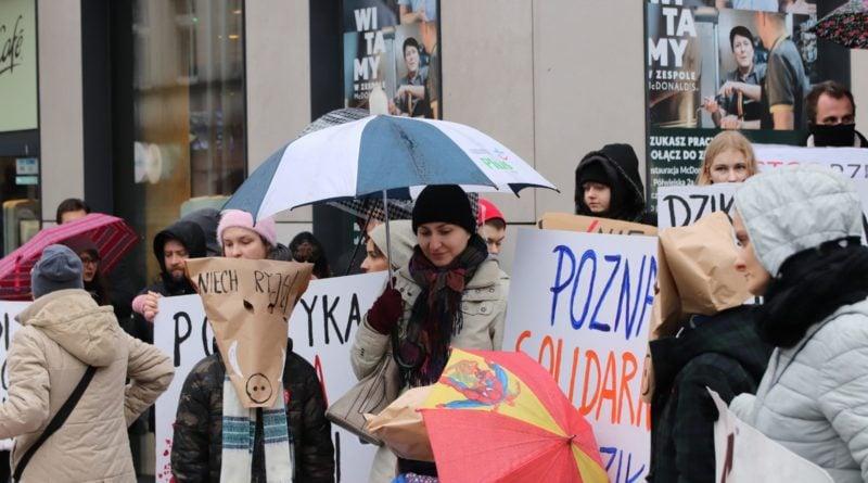 """protest dziki 10 800x445 - Protest """"Poznań solidarny z dzikami"""""""