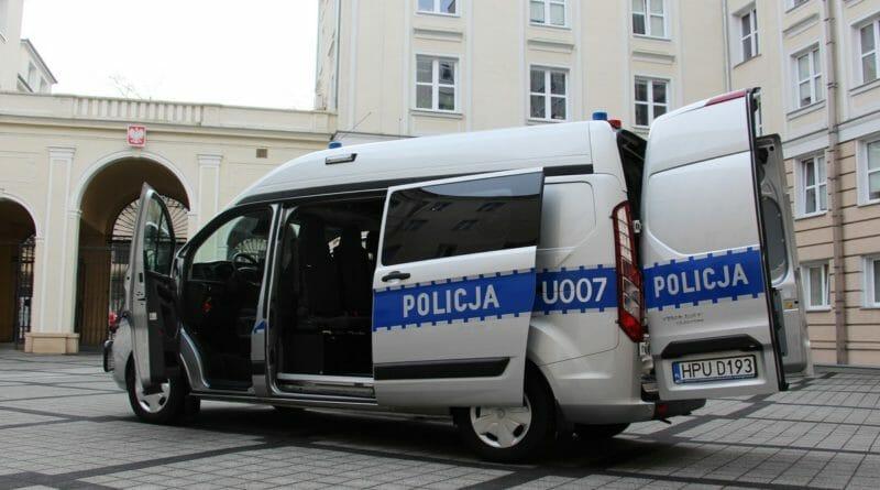 radiowoz policja 007 3 800x445 - Poznań: Ukradły biżuterię wartości kilkuset tysięcy złotych