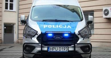 radiowoz policja 007 6 390x205 - 007 w poniedziałek wyjedzie na ulice