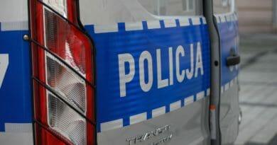 radiowoz policja 007 7 390x205 - Koło: Mandat i utrata prawa jazdy dla kierowcy porsche