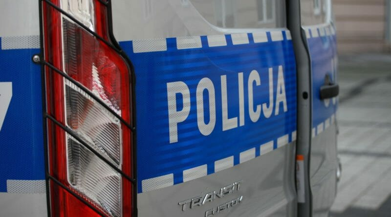 radiowoz policja 007 7 800x445 - Poznań: Zwłoki kobiety na Łazarzu