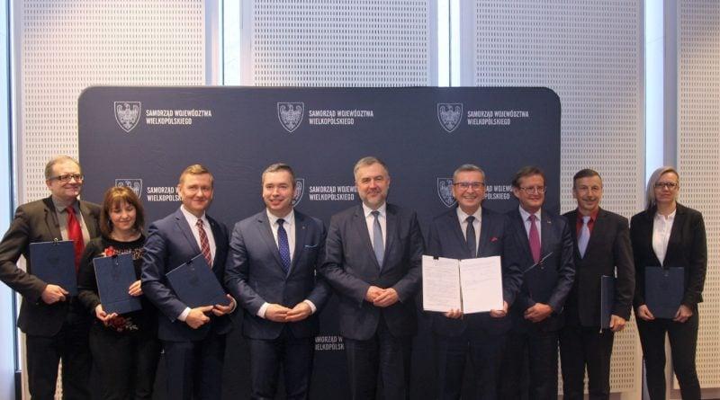 Samorząd Województwa Wielkopolskiego wspiera sport. Milionowe umowy podpisane!