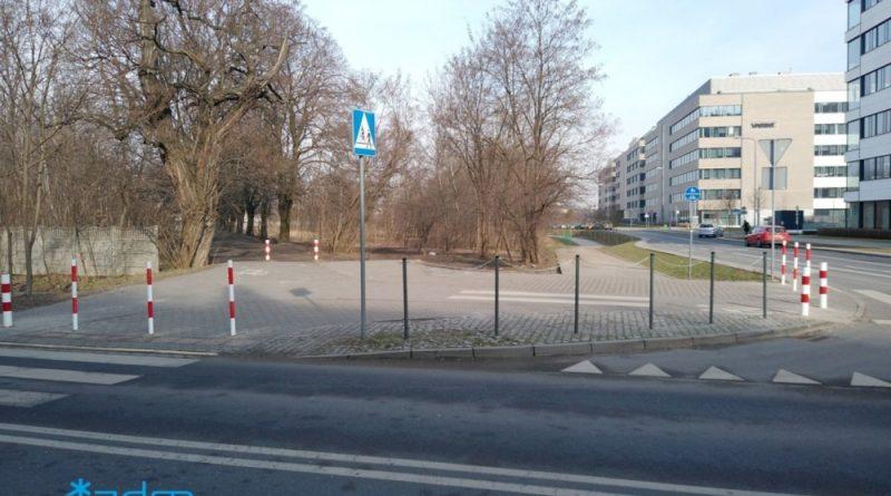 Poznań: na Kolorowej skończyło się nielegalne parkowanie