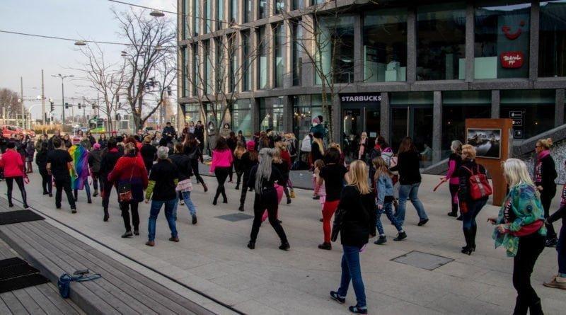 nazywam sie miliard 103 800x445 - Poznań: Kobiety i mężczyźni zatańczyli przeciwko przemocy seksualnej