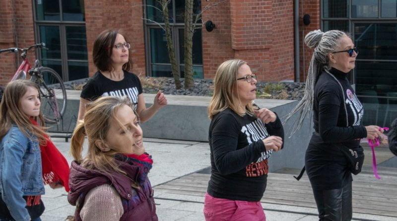nazywam sie miliard 105 800x445 - Poznań: Kobiety i mężczyźni zatańczyli przeciwko przemocy seksualnej