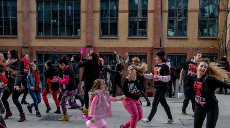 nazywam sie miliard 112 800x445 - Poznań: Kobiety i mężczyźni zatańczyli przeciwko przemocy seksualnej