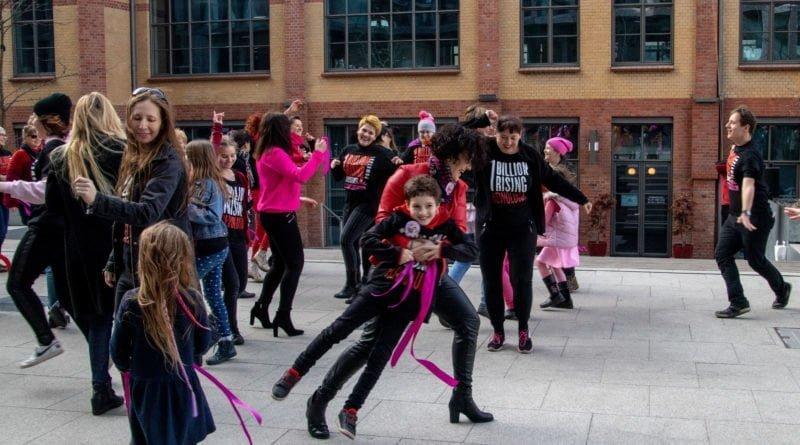 nazywam sie miliard 113 800x445 - Poznań: Kobiety i mężczyźni zatańczyli przeciwko przemocy seksualnej