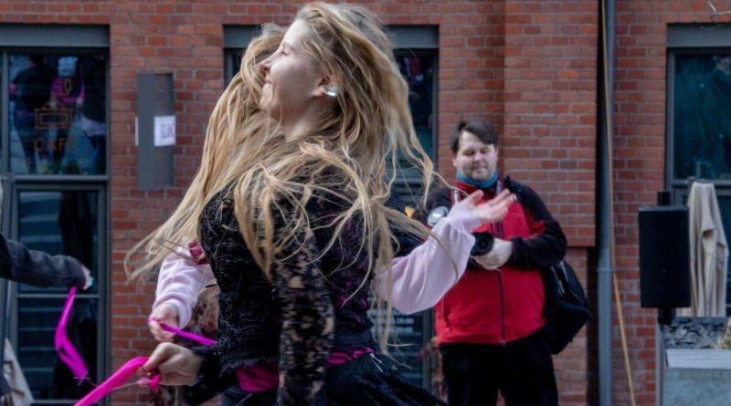 nazywam sie miliard 114 800x445 - Poznań: Kobiety i mężczyźni zatańczyli przeciwko przemocy seksualnej