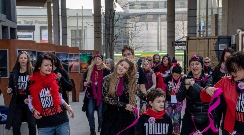 nazywam sie miliard 115 800x445 - Poznań: Kobiety i mężczyźni zatańczyli przeciwko przemocy seksualnej