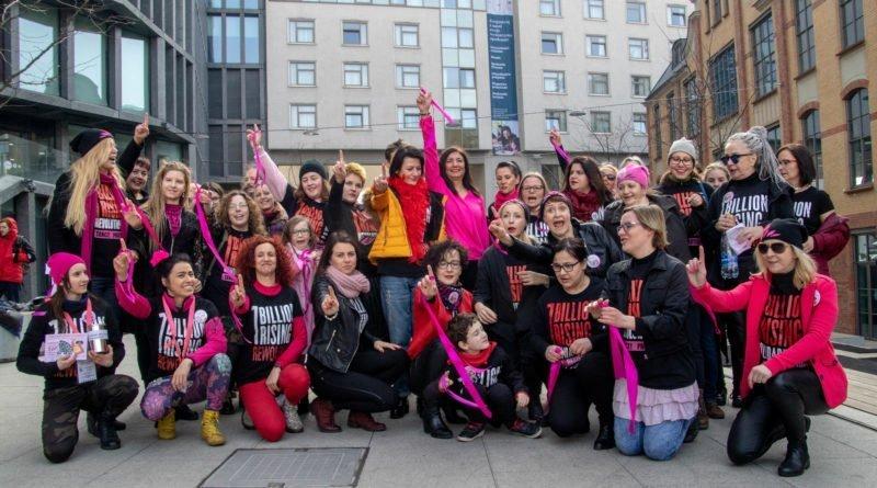 nazywam sie miliard 119 800x445 - Poznań: Kobiety i mężczyźni zatańczyli przeciwko przemocy seksualnej