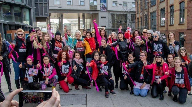 nazywam sie miliard 123 800x445 - Poznań: Kobiety i mężczyźni zatańczyli przeciwko przemocy seksualnej