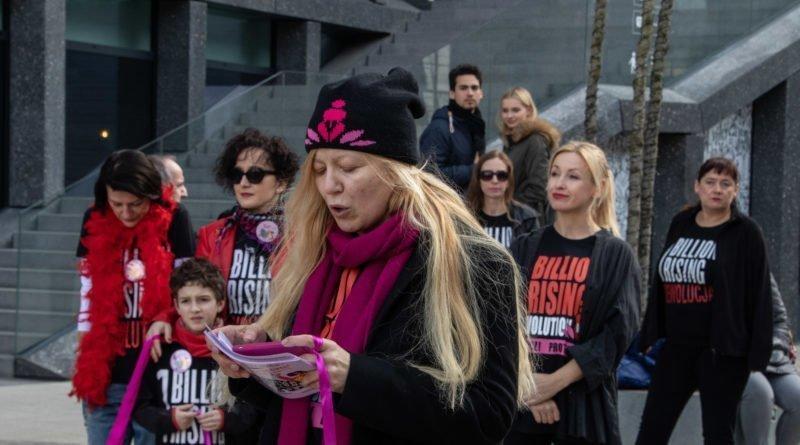 nazywam sie miliard 22 800x445 - Poznań: Kobiety i mężczyźni zatańczyli przeciwko przemocy seksualnej