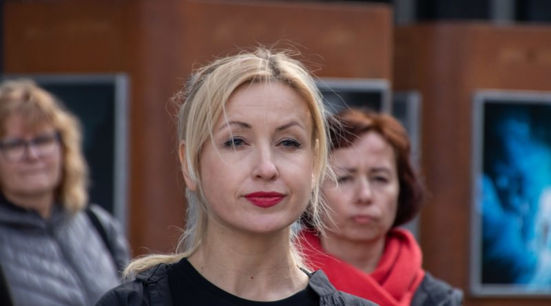 nazywam sie miliard 26 800x445 - Poznań: Kobiety i mężczyźni zatańczyli przeciwko przemocy seksualnej