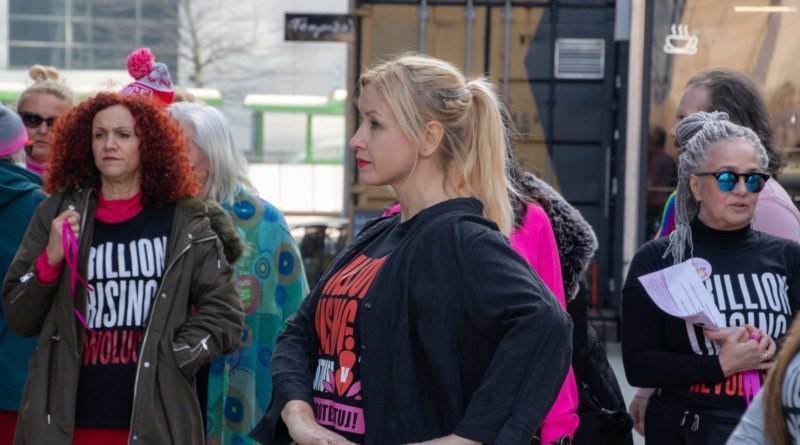 nazywam sie miliard 29 800x445 - Poznań: Kobiety i mężczyźni zatańczyli przeciwko przemocy seksualnej