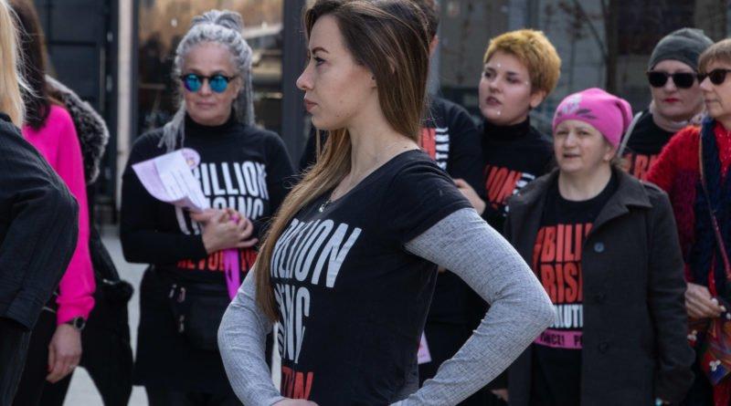 nazywam sie miliard 30 800x445 - Poznań: Kobiety i mężczyźni zatańczyli przeciwko przemocy seksualnej