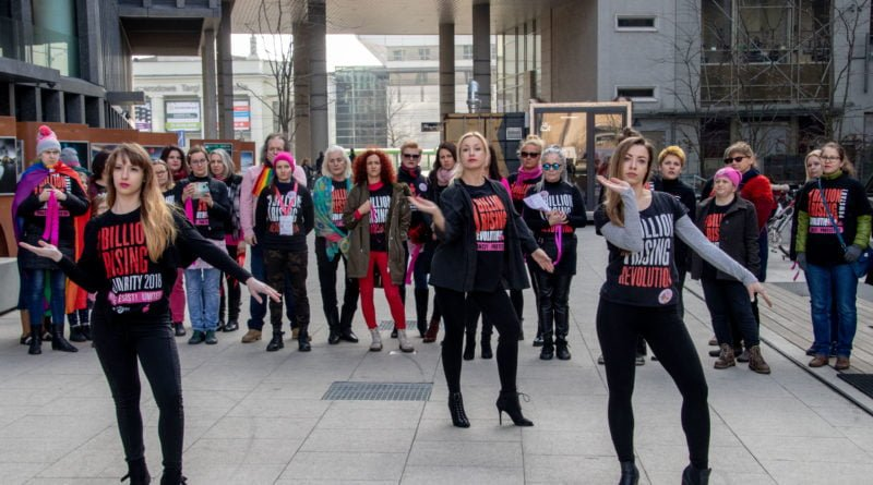 nazywam sie miliard 33 800x445 - Poznań: Kobiety i mężczyźni zatańczyli przeciwko przemocy seksualnej