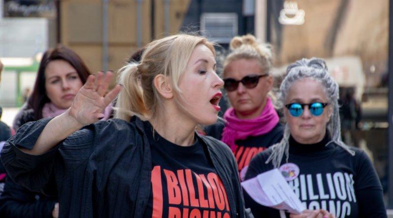 nazywam sie miliard 35 800x445 - Poznań: Kobiety i mężczyźni zatańczyli przeciwko przemocy seksualnej