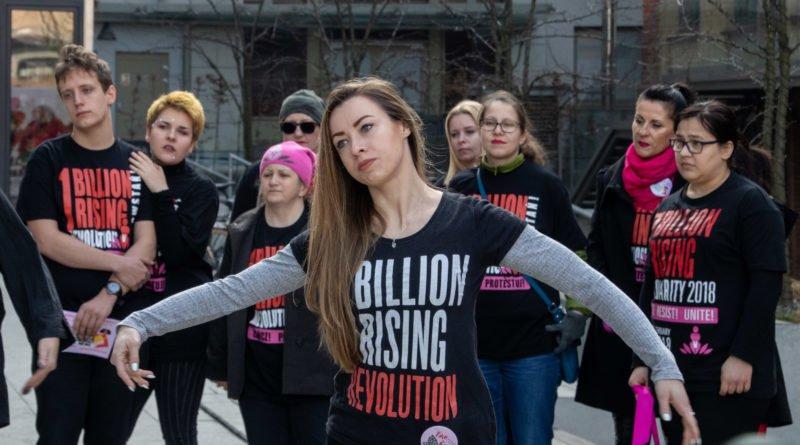nazywam sie miliard 36 800x445 - Poznań: Kobiety i mężczyźni zatańczyli przeciwko przemocy seksualnej