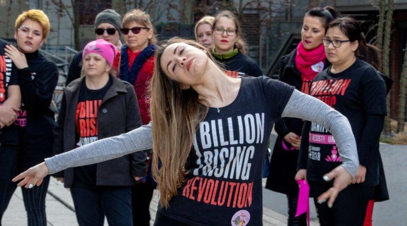 nazywam sie miliard 37 800x445 - Poznań: Kobiety i mężczyźni zatańczyli przeciwko przemocy seksualnej