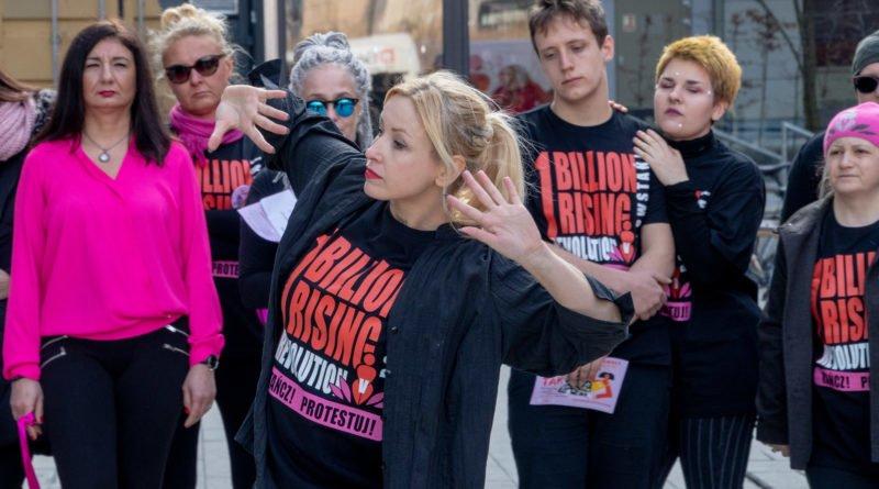 nazywam sie miliard 39 800x445 - Poznań: Kobiety i mężczyźni zatańczyli przeciwko przemocy seksualnej