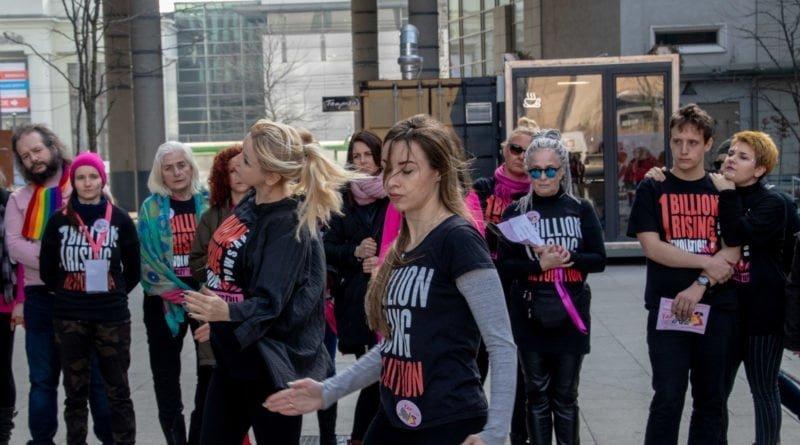 nazywam sie miliard 40 800x445 - Poznań: Kobiety i mężczyźni zatańczyli przeciwko przemocy seksualnej