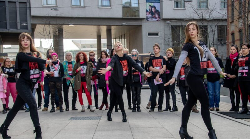 nazywam sie miliard 42 800x445 - Poznań: Kobiety i mężczyźni zatańczyli przeciwko przemocy seksualnej