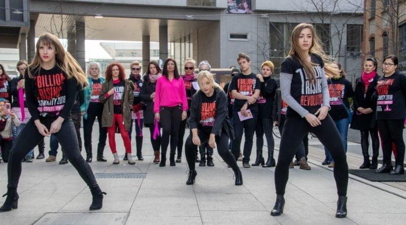 nazywam sie miliard 43 800x445 - Poznań: Kobiety i mężczyźni zatańczyli przeciwko przemocy seksualnej