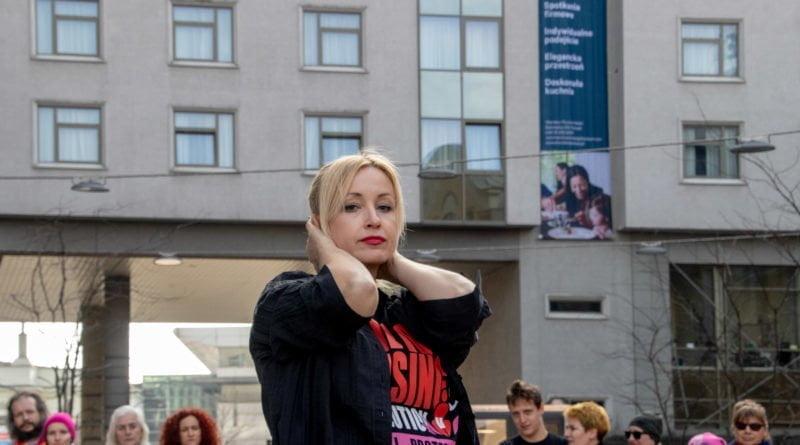 nazywam sie miliard 49 800x445 - Poznań: Kobiety i mężczyźni zatańczyli przeciwko przemocy seksualnej