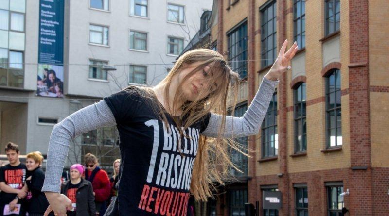 nazywam sie miliard 50 800x445 - Poznań: Kobiety i mężczyźni zatańczyli przeciwko przemocy seksualnej