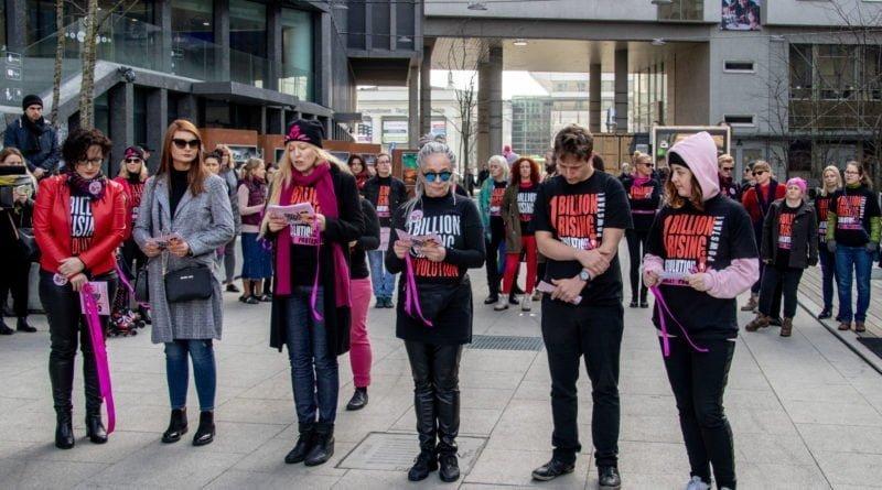 nazywam sie miliard 54 800x445 - Poznań: Kobiety i mężczyźni zatańczyli przeciwko przemocy seksualnej