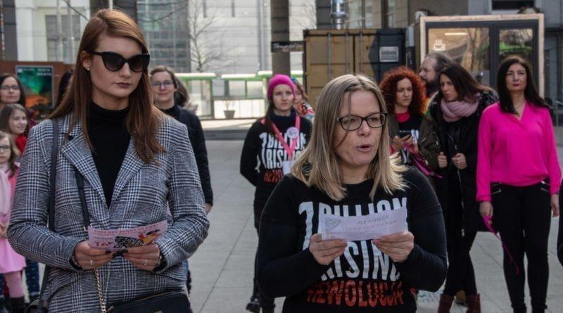 nazywam sie miliard 57 800x445 - Poznań: Kobiety i mężczyźni zatańczyli przeciwko przemocy seksualnej