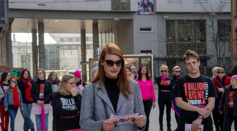 nazywam sie miliard 60 800x445 - Poznań: Kobiety i mężczyźni zatańczyli przeciwko przemocy seksualnej