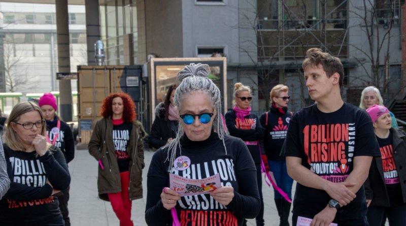 nazywam sie miliard 61 800x445 - Poznań: Kobiety i mężczyźni zatańczyli przeciwko przemocy seksualnej