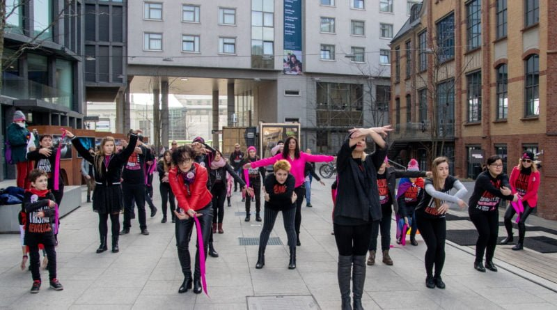 nazywam sie miliard 63 800x445 - Poznań: Kobiety i mężczyźni zatańczyli przeciwko przemocy seksualnej