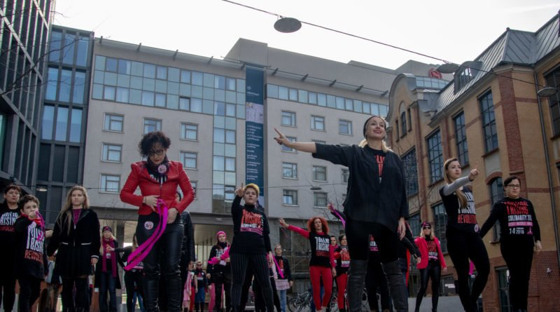 nazywam sie miliard 66 800x445 - Poznań: Kobiety i mężczyźni zatańczyli przeciwko przemocy seksualnej