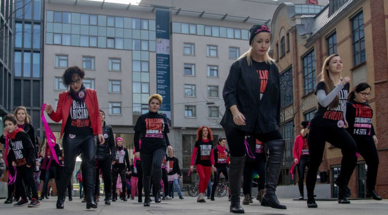 Poznań: Kobiety i mężczyźni zatańczyli przeciwko przemocy seksualnej