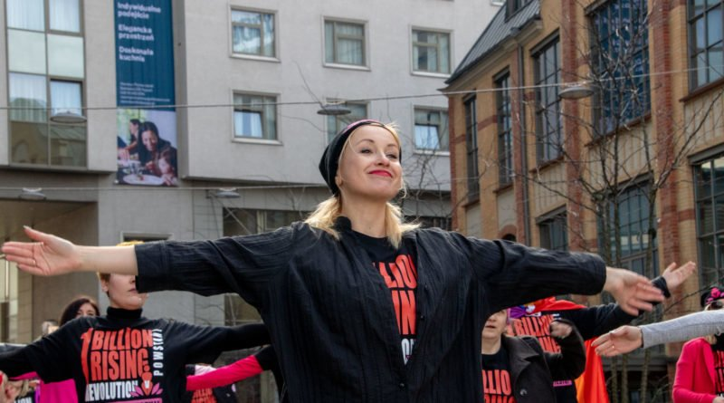 nazywam sie miliard 73 800x445 - Poznań: Kobiety i mężczyźni zatańczyli przeciwko przemocy seksualnej