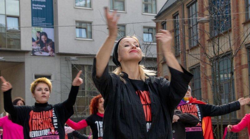 nazywam sie miliard 74 800x445 - Poznań: Kobiety i mężczyźni zatańczyli przeciwko przemocy seksualnej