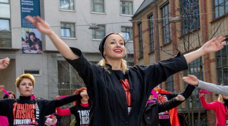 nazywam sie miliard 75 800x445 - Poznań: Kobiety i mężczyźni zatańczyli przeciwko przemocy seksualnej