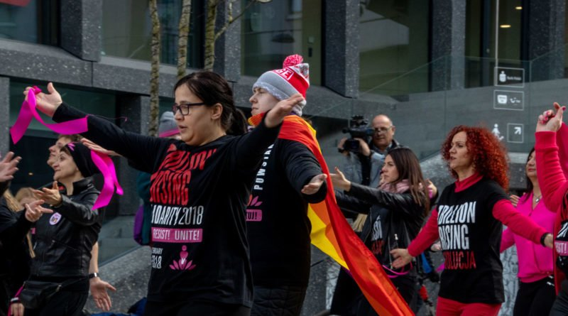nazywam sie miliard 85 800x445 - Poznań: Kobiety i mężczyźni zatańczyli przeciwko przemocy seksualnej