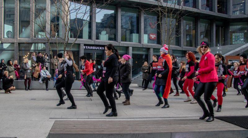 nazywam sie miliard 86 800x445 - Poznań: Kobiety i mężczyźni zatańczyli przeciwko przemocy seksualnej