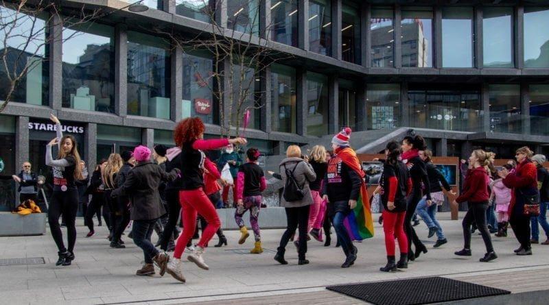 nazywam sie miliard 89 800x445 - Poznań: Kobiety i mężczyźni zatańczyli przeciwko przemocy seksualnej