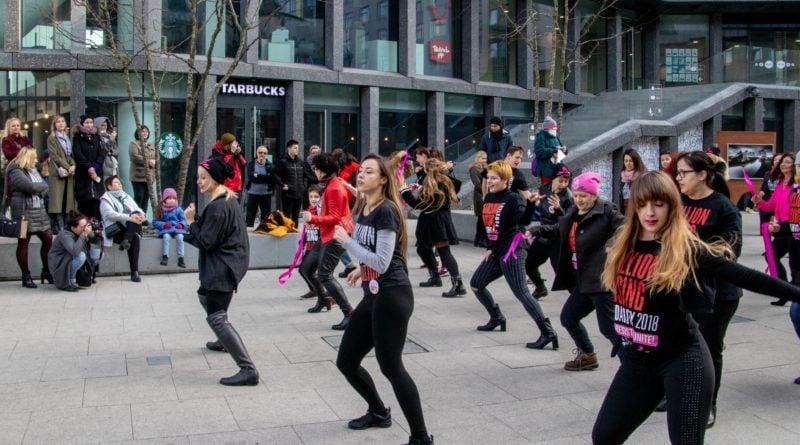 nazywam sie miliard 95 800x445 - Poznań: Kobiety i mężczyźni zatańczyli przeciwko przemocy seksualnej
