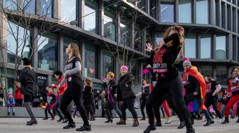 nazywam sie miliard 96 800x445 - Poznań: Kobiety i mężczyźni zatańczyli przeciwko przemocy seksualnej