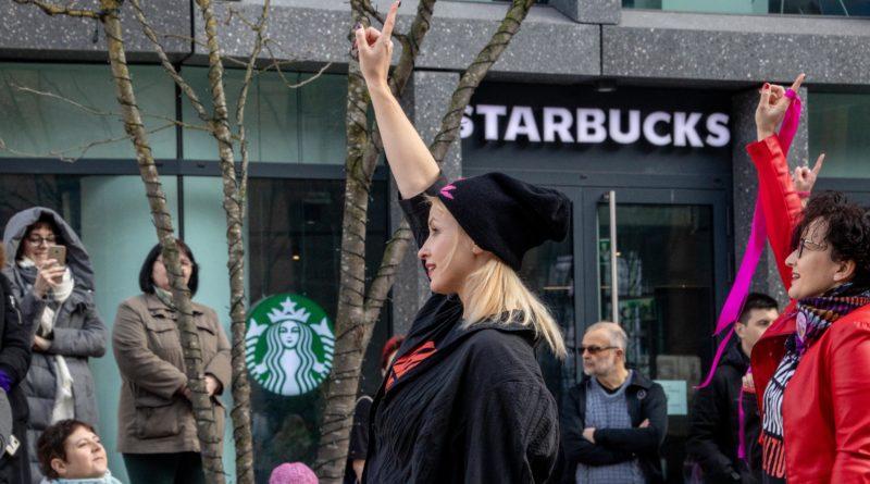 nazywam sie miliard 99 800x445 - Poznań: Kobiety i mężczyźni zatańczyli przeciwko przemocy seksualnej