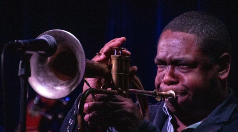 sylwester ostrowski i jazz brigade 37 800x445 - Sylwester Ostrowski & Jazz Brigade feat. Freddie Hendrix