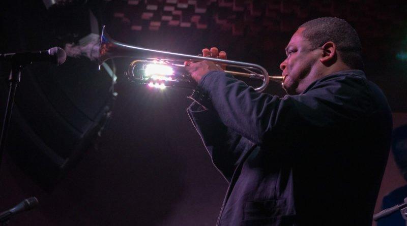Sylwester Ostrowski & Jazz Brigade feat. Freddie Hendrix
