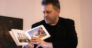 bialo czerwona marek lapis 10 390x205 - Marek Lapis: fotograf widzi więcej
