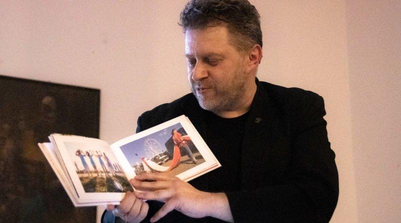 bialo czerwona marek lapis 10 800x445 - Marek Lapis: fotograf widzi więcej